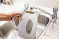 Протекает чайник электрический