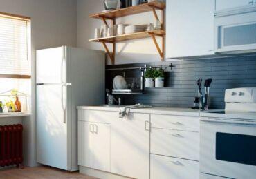 Куда поставить холодильник в маленькой кухне