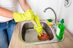 Как прочистить засор в раковине в домашних условиях