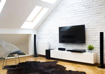 Как повесить телевизор на стену без кронштейна
