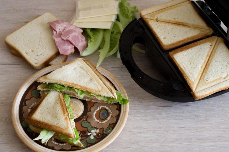 Что лучше выбрать: тостер или сэндвичницу?