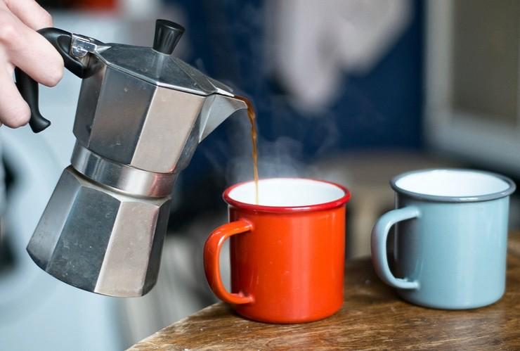 Приготовления кофе в гейзерной кофеварке