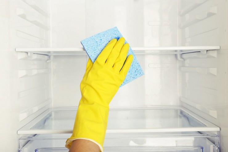 Чистим холодильник