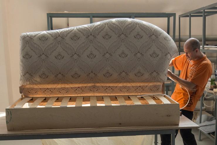Выполняем перетяжку дивана