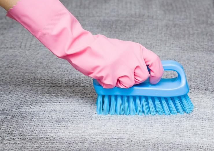Как почистить обивку стула в зависимости от материала