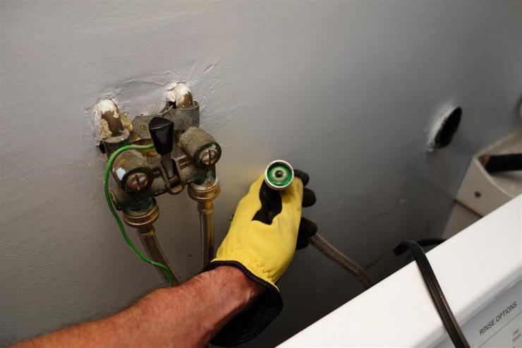 Заземление к батарее в ванной или трубе канализации