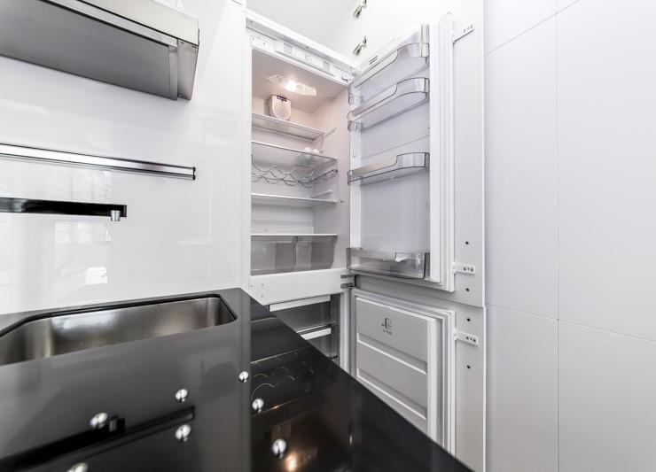 Преимущества встроенного холодильника