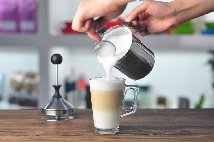 Как взбивать молоко в кофемашине