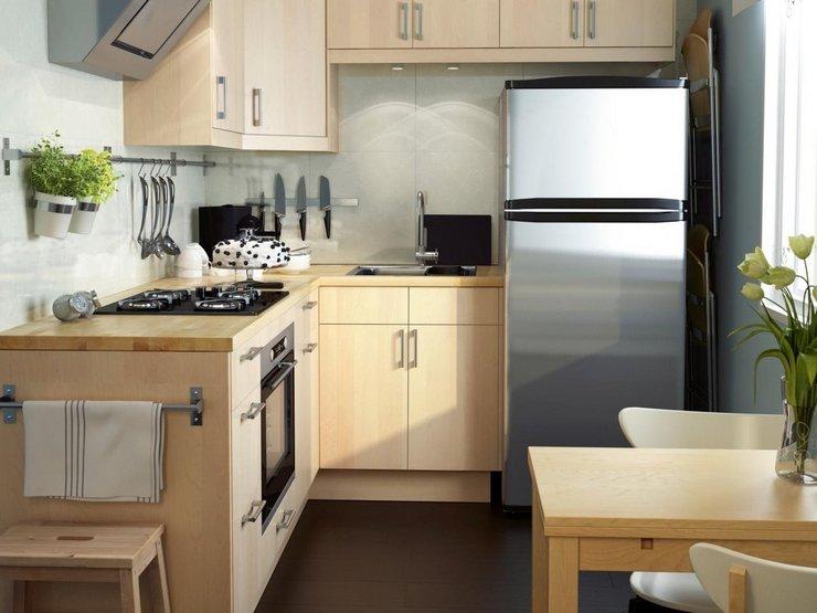 Как расположить холодильник в помещении квадратной формы
