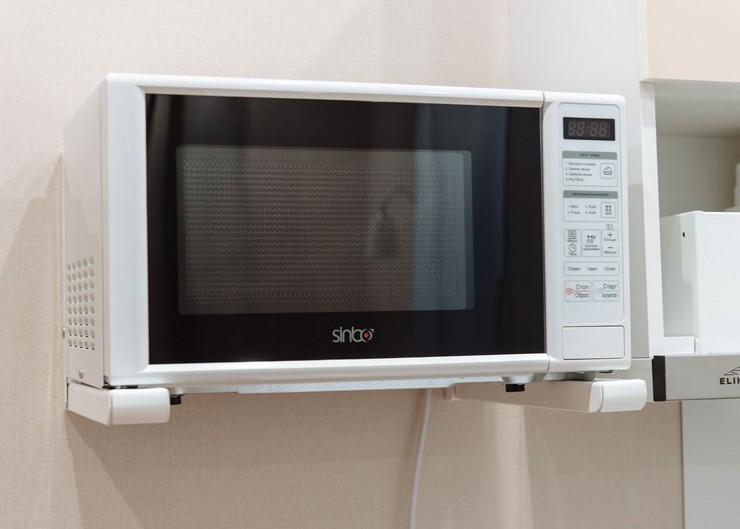 Как повесить микроволновку на кронштейнах