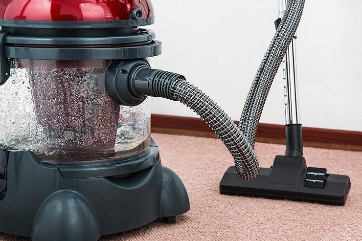 Наполнение водой моющего пылесоса