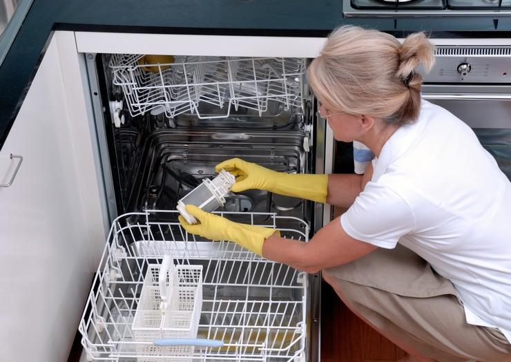 Как почистить посудомойку