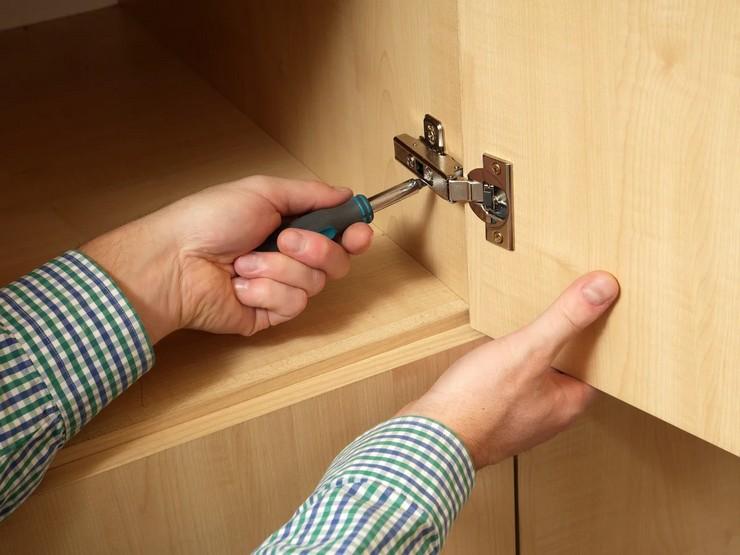 Регулировка петель на дверцах шкафа