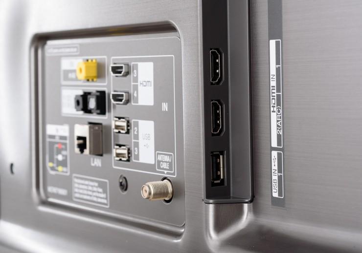 Наличие порта с надписью «USB service only»