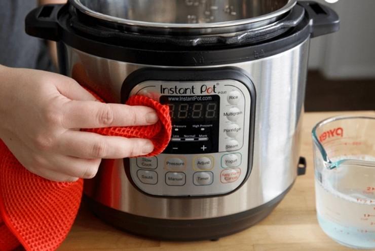 Как помыть мультиварку, если еда «убежала»