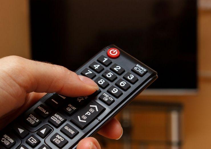 Посторонние звуки, когда индикатор не горит и телевизор не включается