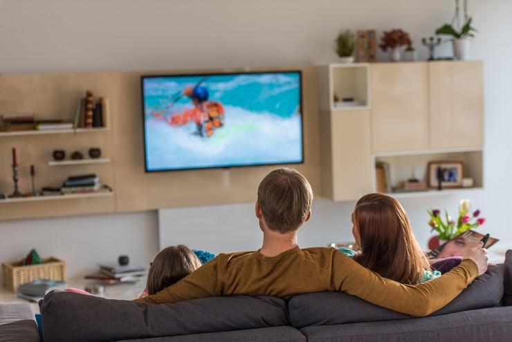 Чем вреден телевизор
