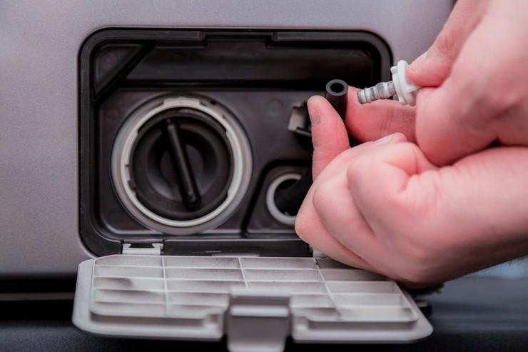 Как прочистить сливной шланг с разбором дренажной системы