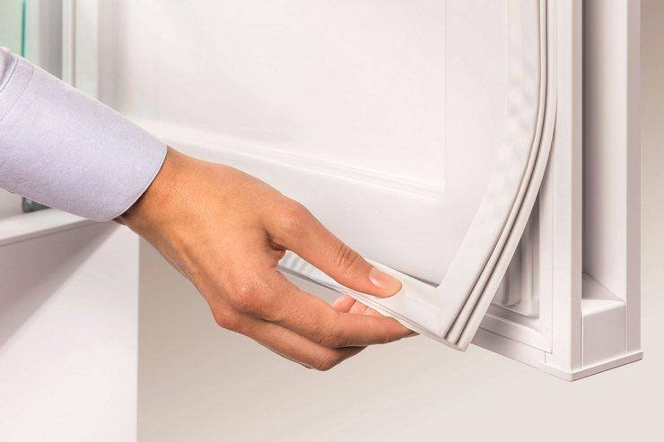 Как самостоятельно поменять уплотнитель холодильника