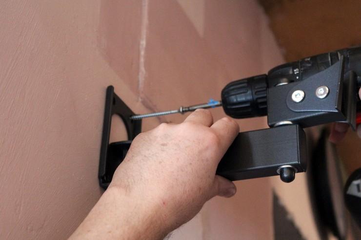 Как крепить кронштейн к стене