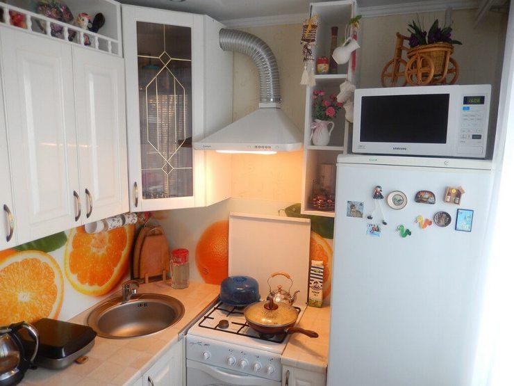 Правила установки микроволновой печи на холодильнике