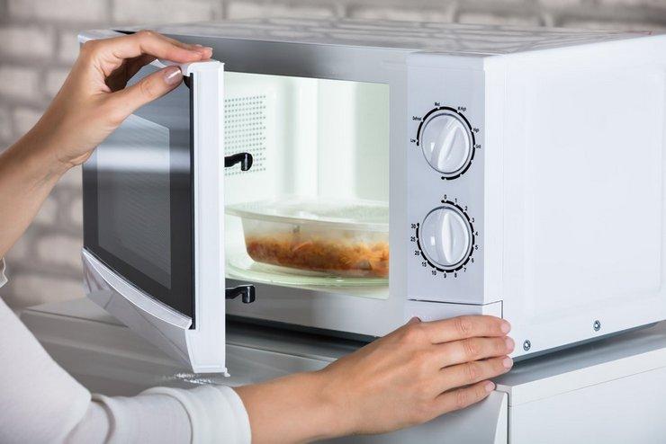 Микроволновая печь не включается: что делать