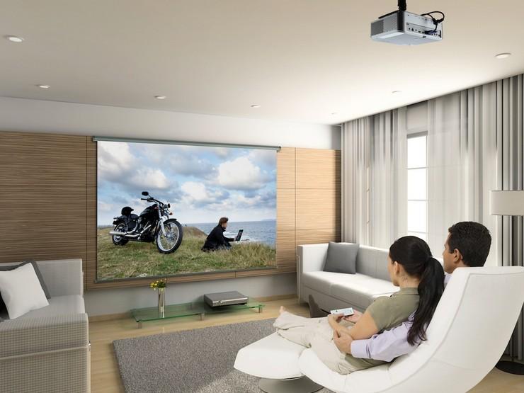 Что выбрать для дома: телевизор или проектор?