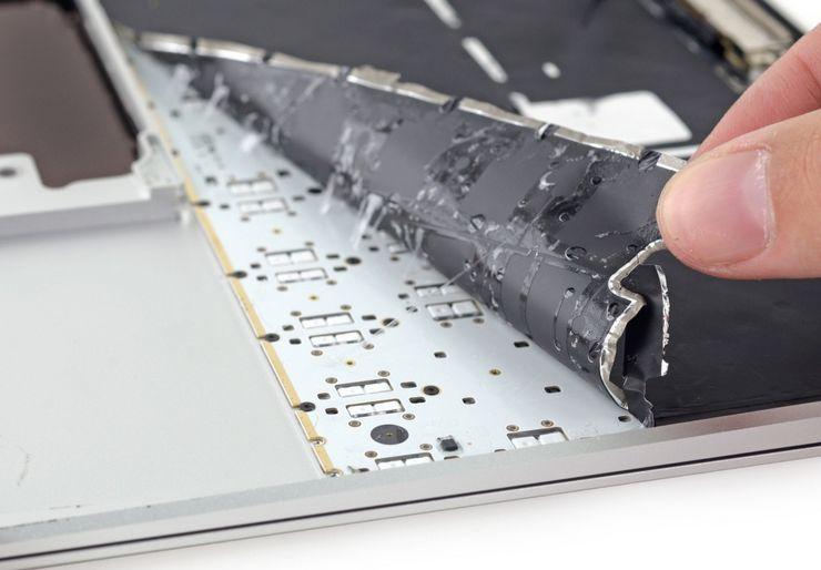 Повреждение шлейфа клавиатуры
