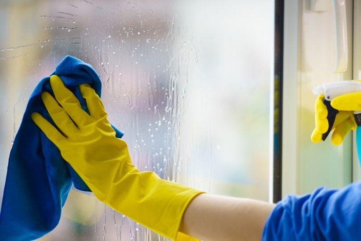 Уход за пластиковыми окнами зимой