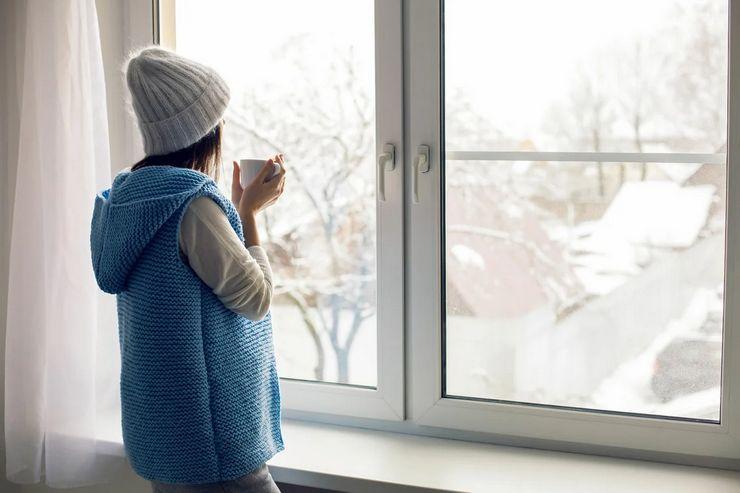 Как ухаживать за пластиковыми окнами зимой