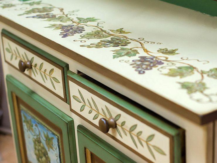 Точечная роспись шкафа