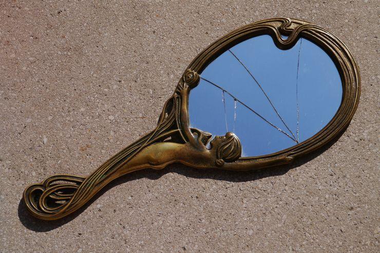 Как правильно избавиться от косметического зеркала