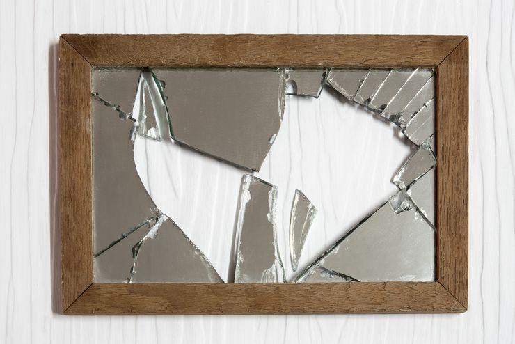 Как правильно выбросить старое зеркало