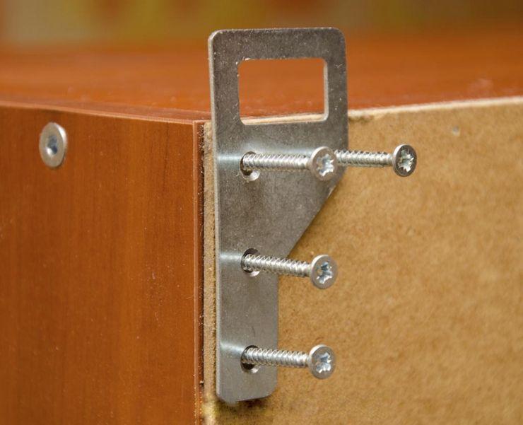 Вешаем кухонные шкафы на мебельные петли