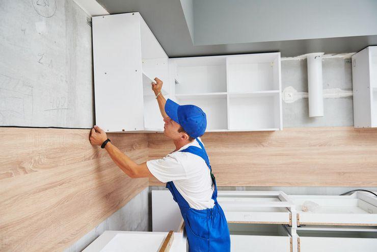 Как повесить кухонные шкафы на стену