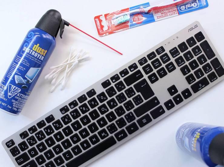 Как почистить клавиатуру при лёгком загрязнении