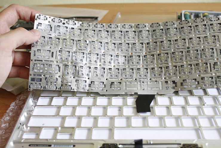 Очистка клавиатуры от пролитой жидкости