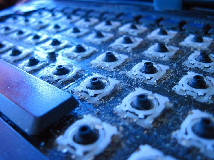 Разборка и чистка клавиатуры при сильном загрязнении